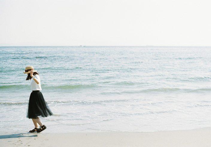 知多半島の海と女性