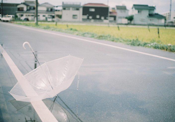 雨上がりのビニール傘