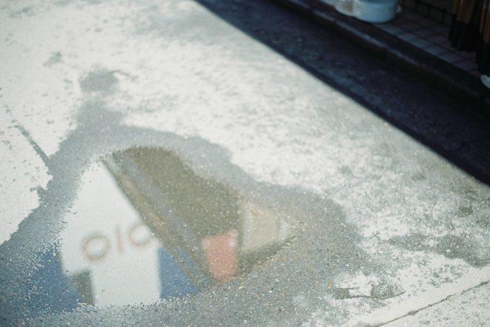OIOIの映った水たまり