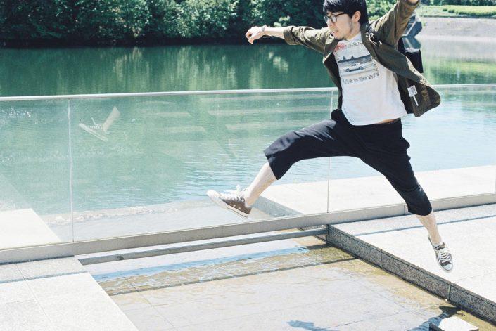 岡崎市美術博物館でジャンプ